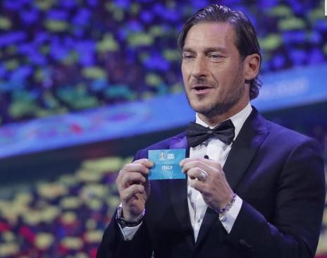 Euro 2020, sorteggiati i gironi: l'Italia debutta con la Turchia e trova Galles e Svizzera