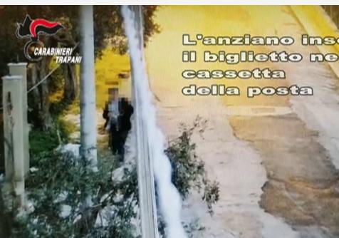 Voleva estorcere denaro al vicino di casa, 74enne arrestato a Trapani