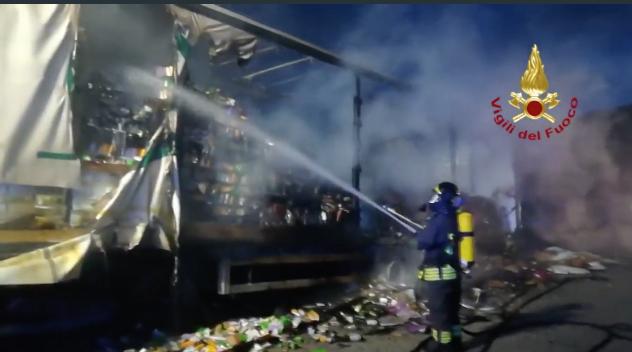 Tir in fiamme sulla Palermo - Catania nella zona di Polizzi Generosa