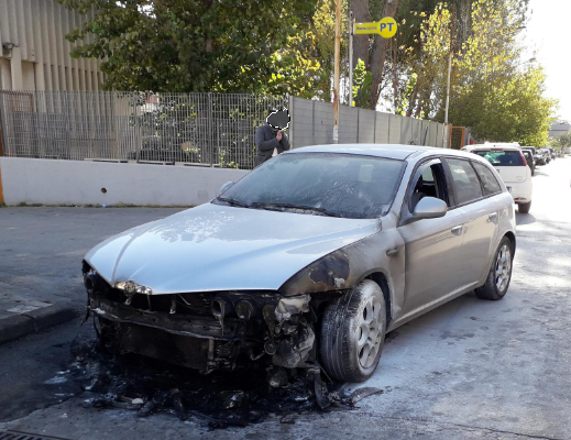 Una delle 'focate' a Floridia provoca un incendio: in fiamme un'Alfa Romeo