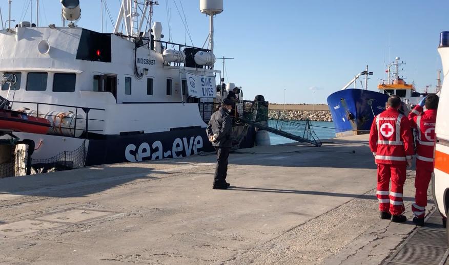 A Pozzallo arrivati i 32 libici salvati nella notte di Santo Stefano VIDEO