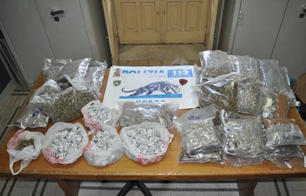 Catania, sequestrati in un condominio di Librino 10 chili di marijuana