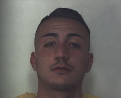 Siracusa, vendeva droga per tutti i gusti: ragazzo 19enne agli arresti in casa