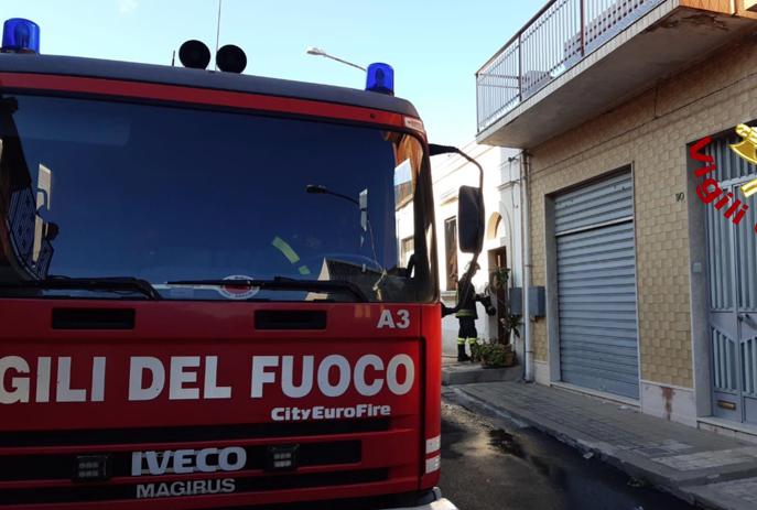 Scoppia incendio in casa, donna di 57 anni trovata morta a Canicattini Bagni