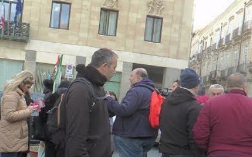 Vertenza Cambria, sit - in dei lavoratori sotto la Prefettura di Siracusa