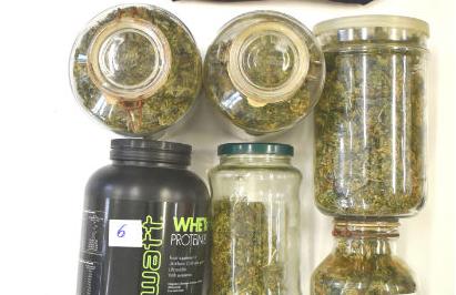 Nascondeva un chilo di marijuana tra le botti del vino: un arresto nell'Ennese