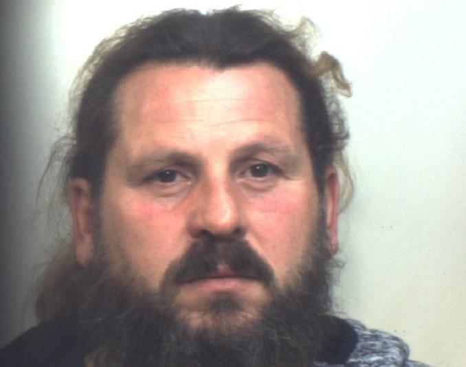 Vendeva caldearrosto e cocaina, arrestato alla Villa comunale di Sortino