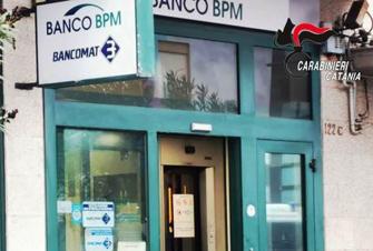 Volevano fare saltare il bancomat della Bpm a Valverde: il colpo fallisce