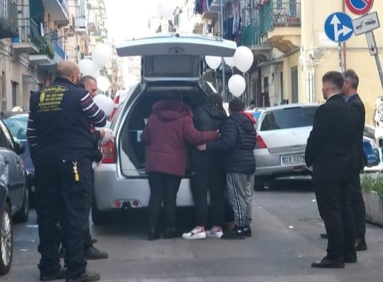 Mamma e figlio morti dopo il parto: celebrati i funerali a Palermo