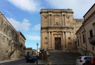 Svastica e scritta antisemita in una sede scout di Noto: indaga la Procura