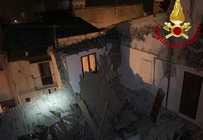 Crollo di un edificio a Caltagirone, 30 sfollati e apertura di un'inchiesta