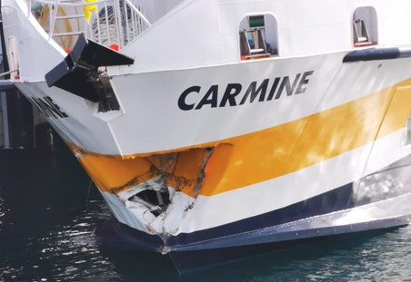 Incidente nel porto di Milazzo, aliscafo contro la banchina: tutti illesi
