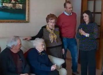 Record di longevità a Sortino: festa per il compleanno di 3 centenarie