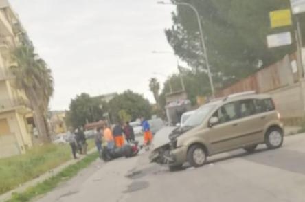 Floridia, scontro tra un'auto e una moto in via Labriola: un ferito in ospedale