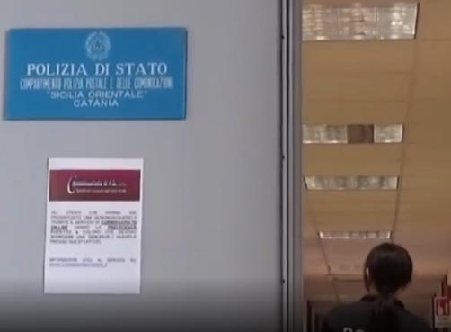 Catania, picchiano compagne  di scuola e girano video col telefonino