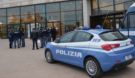 """""""Questo non è amore"""", la polizia a Ragusa contro la violenza di genere"""