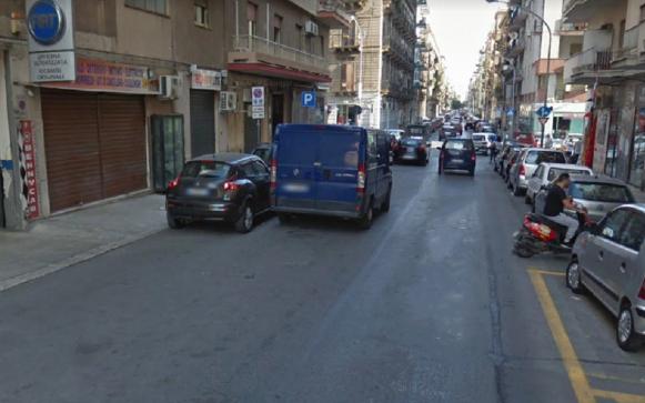 Due banditi rapinano negozio di casalinghi a Palermo