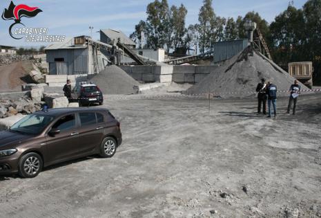 Sequestrata una cava di materiale lavico ad Acireale