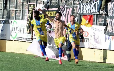 Il Palermo scivola a Licata: la capolista sconfitta incassa due gol e non recupera