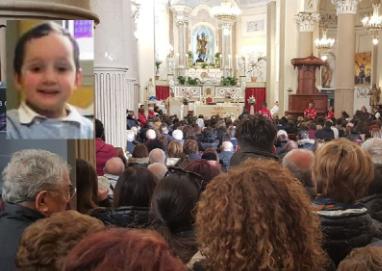 La tragedia di Carnevale a Sciacca, oggi l'addio al piccolo Salvatore