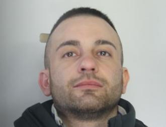 Catania, gli trovano in casa due fucili e munizioni: arrestato dai 'Falchi'