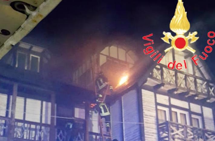 Incendio al Gran Hotel delle Fate al Villaggio Mancuso nella Sila Catanzarese