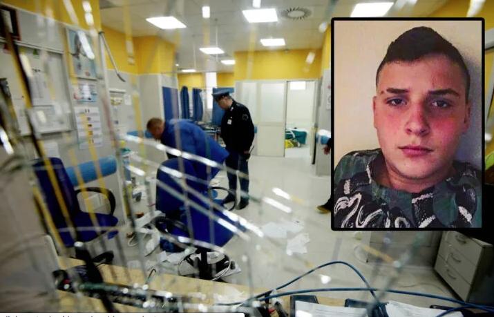 Il sedicenne ucciso a Napoli, il papà di Ugo: niente fiori ma un euro all'ospedale Pellegrini