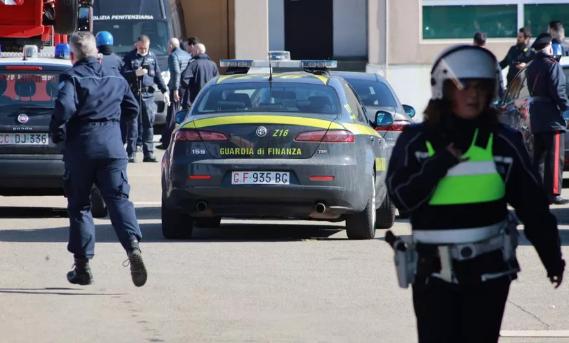 Coronavirus, rivolta nelle carceri: detenuto morto a Modena in circostanze da chiarire