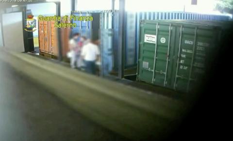 Traffico internazionale di rifiuti, 69 operatori del porto di Salerno indagati