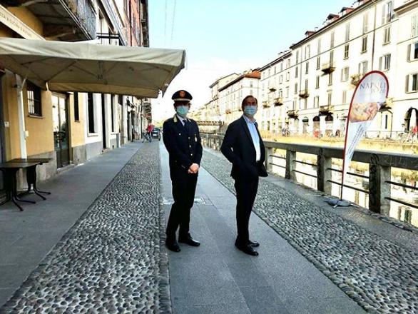 Assembramento sui Navigli a Milano, il sindaco Sala: adesso farò più controlli