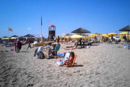 Catania, prese d'assalto le spiagge della Plaja