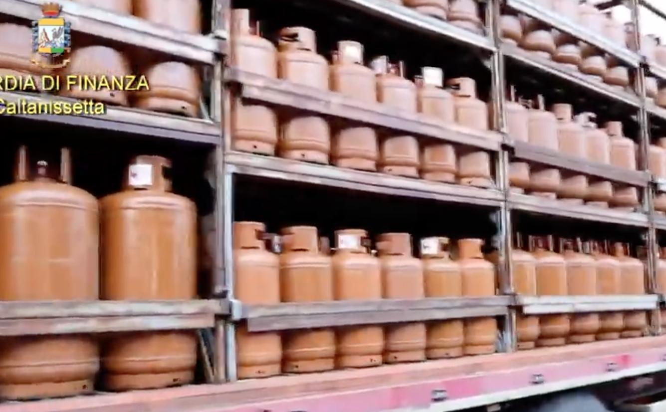 La Finanza sequestra a Gela più di 15 mila bombole di gas