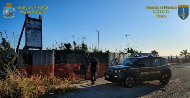 Appalti pilotati per favorire la 'ndrangheta:  14 arresti e raffica di indagati a Reggio Calabria