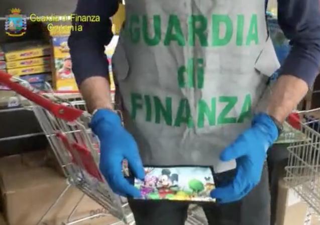 La Finanza sequestra a Misterbianco tremila mascherine per i bambini