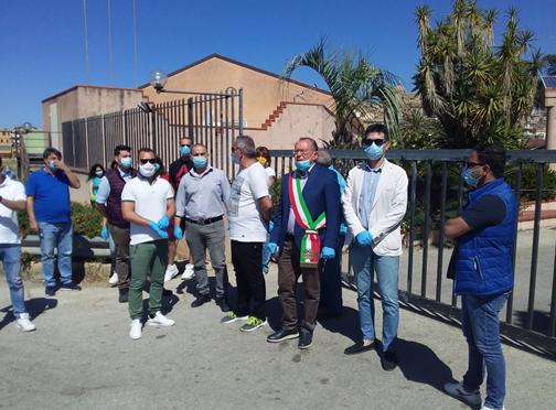 Migranti in quarantena in fuga dal Centro: protesta dei cittadini di Siculiana