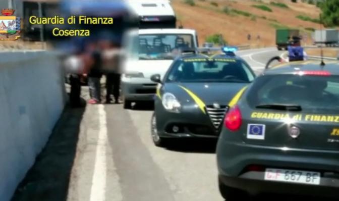 Caporalato, 60 misure cautelari tra le province di Cosenza e Matera