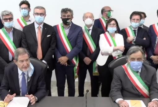 Regione e Anci Sicilia contro Alitalia per il 'caro tariffe': intervenga il governo