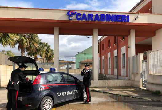 La pistola si inceppa, si salva: coppia arrestata a Porto Empedocle