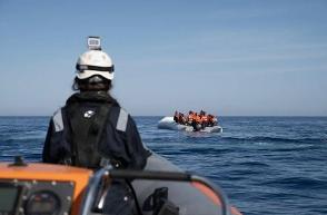 Migranti, Sea Watch con 211 persone a bordo chiede un porto sicuro