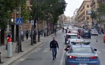 Palermo, tenta di rubare 2 auto vicino al Commissariato: arrestato
