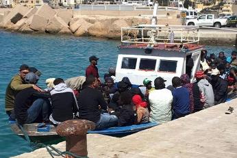 Otto sbarchi in poche ore a Lampedusa, nell'isola arrivati 114 profughi