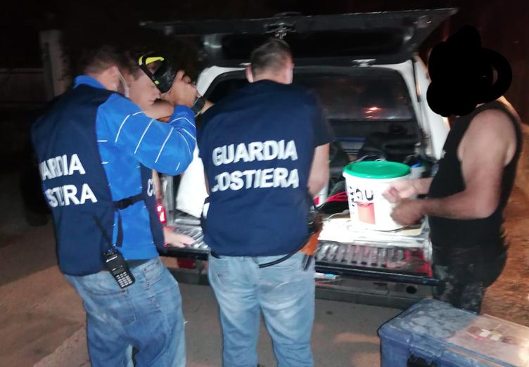 Bloccati 3 pescatori subacquei ad Avola: bombole sequestrate