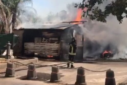 Chiosco abusivo Siracusa, doveva essere demolito: lo hanno bruciato