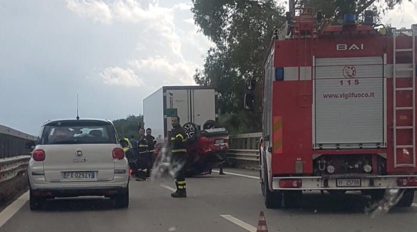 Grave incidente stradale sulla Catania-Palermo allo svincolo di Catenanuova