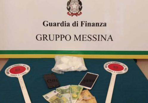 Preso a Messina dopo lo sbarco dal traghetto con mezzo chilo di cocaina