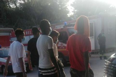 Migranti in fuga dall'hotspot di Lampedusa: presi dai carabinieri