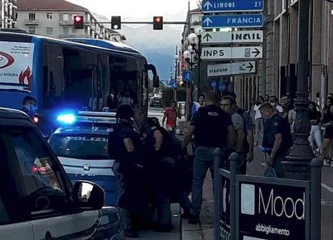 Cuneo, commessa di una gioielleria presa in ostaggio: fermata una donna