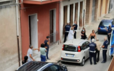 Floridia, 2 fratelli tentano di sfuggire al Tso: scene da film in via San Martino