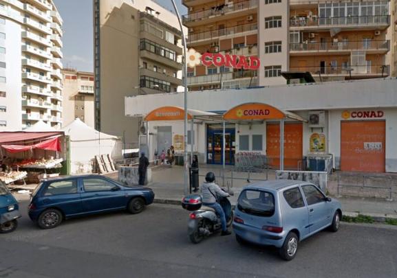 Con un coltello da cucina rapina un punto vendita Conad a Palermo