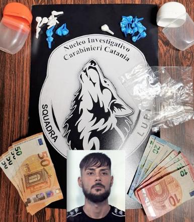 Scoperto mentre spaccia a Catania: preso dai carabinieri